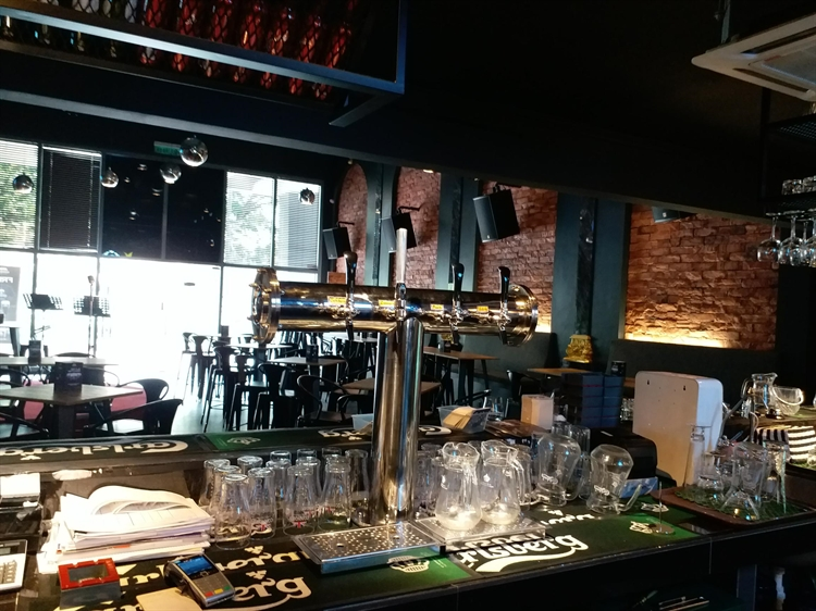 urgent lounge bar cheras - 4