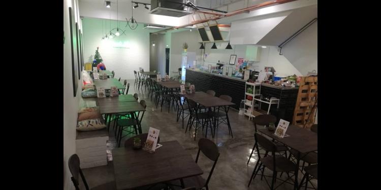 damanasara uptown cafe - 4